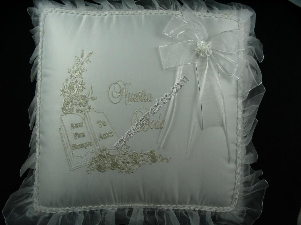Pin cojines para bodas 587 eur detalles de boda on pinterest - Cojines para cama matrimonio ...